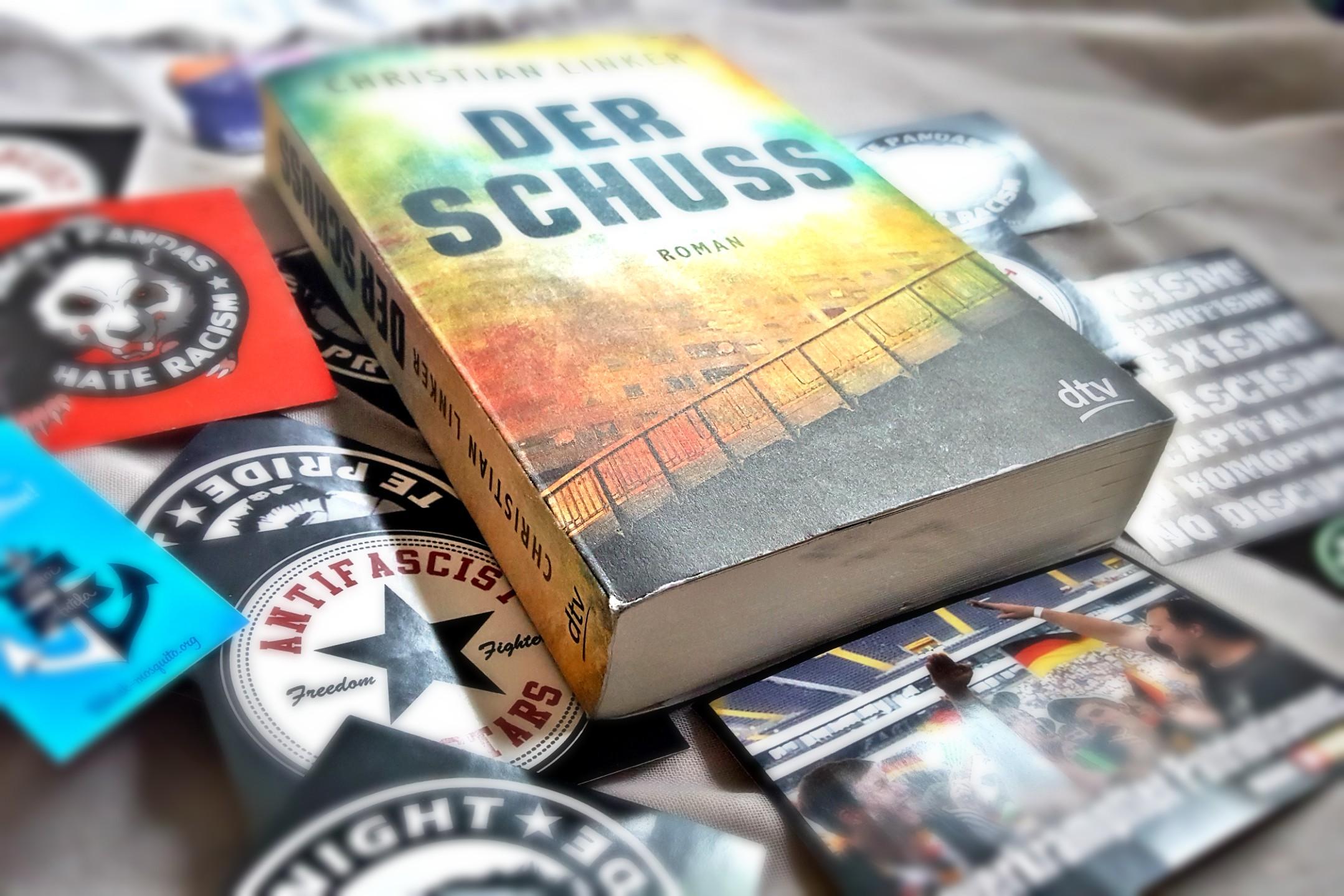 Buch Der Schuss von Christian Linker auf Aufklebern